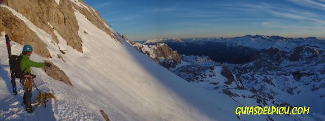 Guias de montaña para escalar en invierno  en los Picos de Europa, cara norte del Tesorero, Guiasdelpicu.com, Fernando Calvo