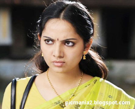 south indian malyalam actress Samvritha Sunil hot rare navel image gallery