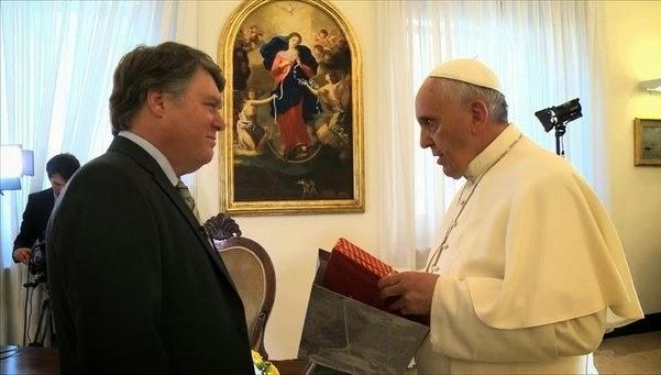 http://sicnoticias.sapo.pt/mundo/2014-06-13-a-entrevista-do-papa-francisco-na-integra
