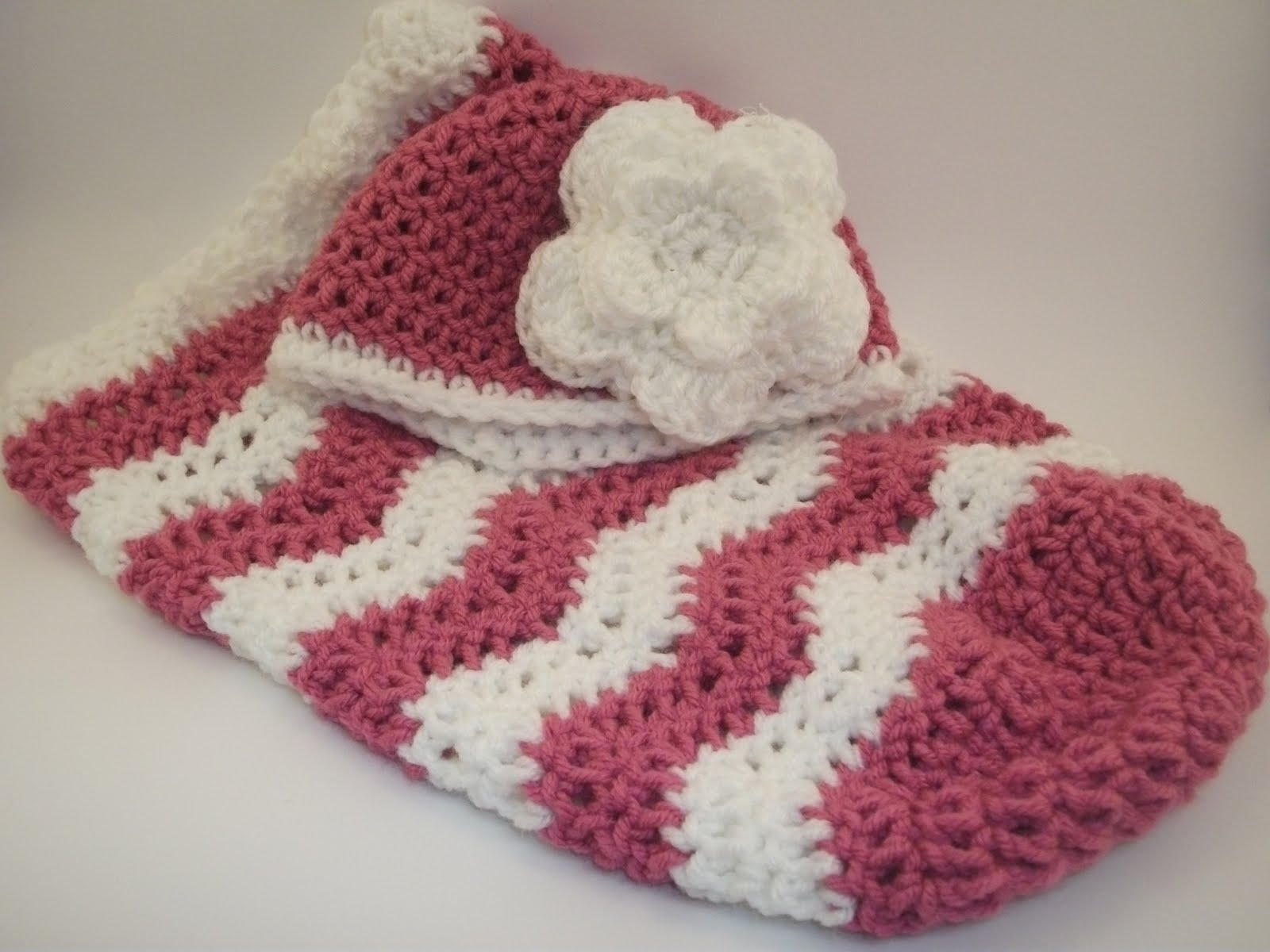 Crochet Patterns For Baby Cocoons Free : Crochet Baby Cocoon Pattern Patterns Gallery