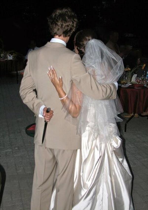 أطرف صور العروسين في حفلات الزفاف  Funny-wedding-photos-05