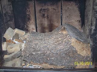 Długie palenie drewnem w kominku