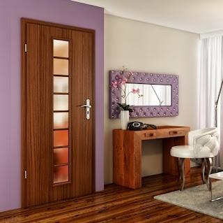 Drzwi wewnętrzne z pionową szybą