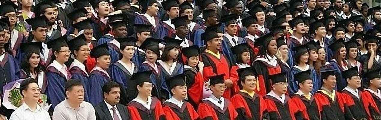 Estudantes e professores da Universidade de Wuhan. Há muito interesse pelo pensamento tomista