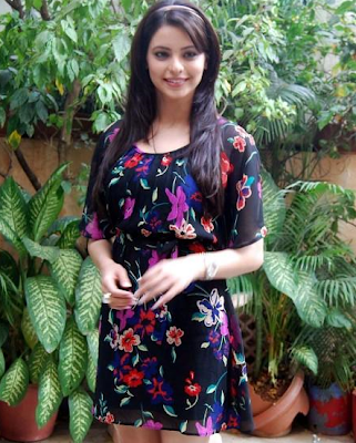 Aamna Shariff in Short Skirts, Sweet Aamna Shareef in Western Outfits