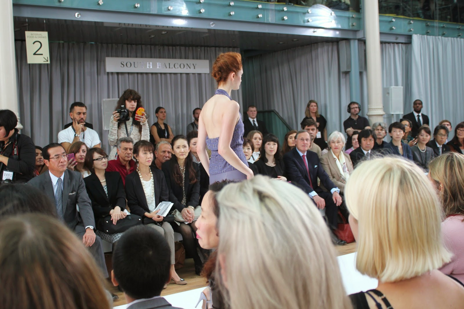 london-fashion-week-2014-lfw-DAKS-show-catwalk-spring-summer-2015-models-clothes-fashion-frow-royal-opera-house