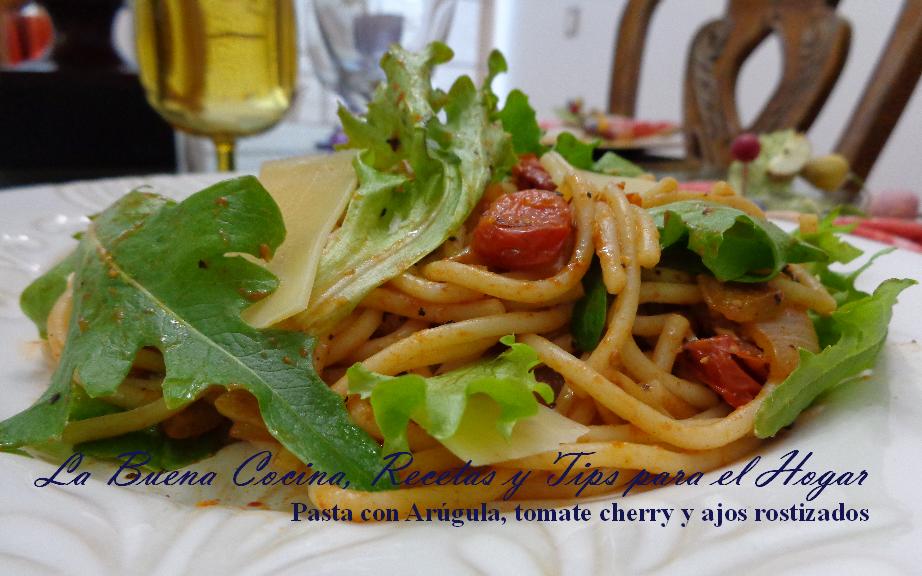 Pasta con Arúgula, tomate cherry y ajos rostizados