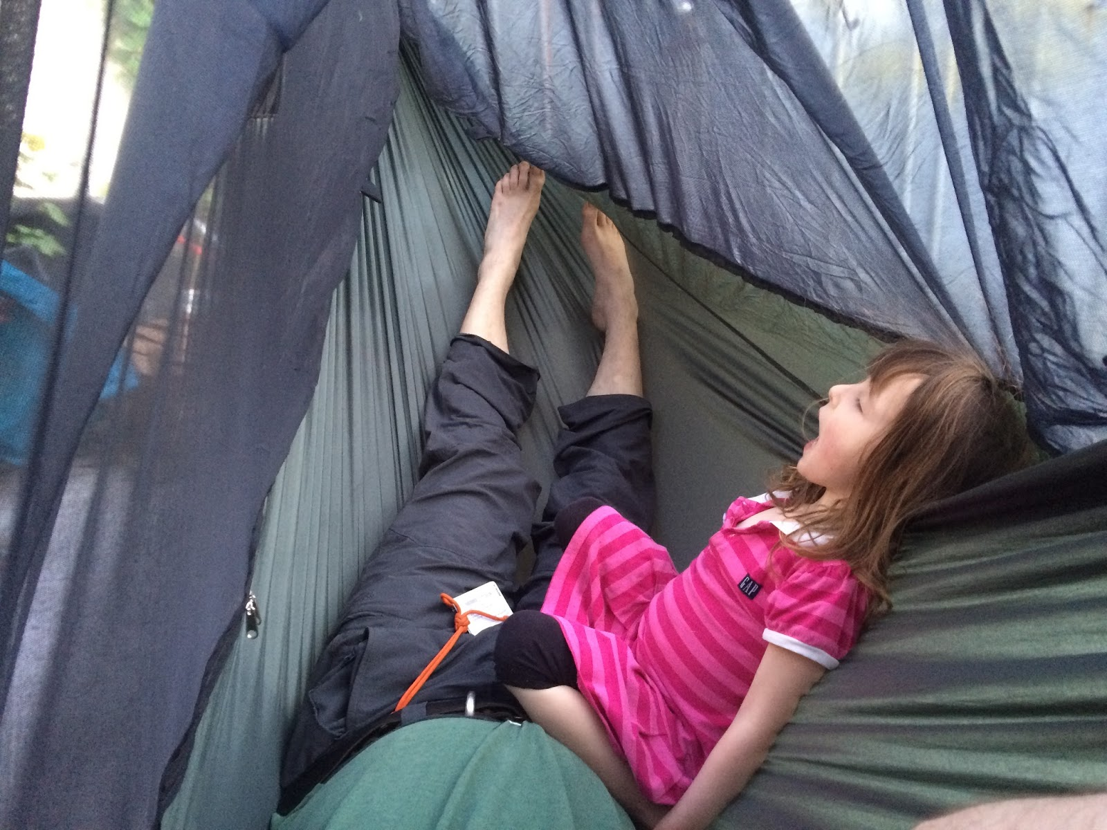 the inside of the hammock is really lovely design the asymmetrical cut of the body allows very  fortable stable bedding  the higher sides on either edge     apocalypseequipped  review  go  outfitters hammock  rh   apocalypseequipped blogspot