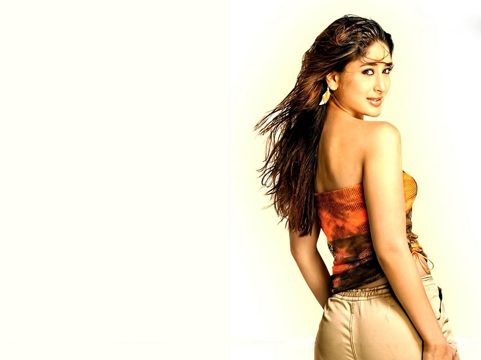 http://3.bp.blogspot.com/-3cNcOCvjCuI/TdGAhOfqLCI/AAAAAAAAAB8/Tw-Ek4Dwsl8/s1600/The-best-top-desktop-kareena-kapoor-wallpapers-hd-kareena-kapoor-wallpaper-26.jpg