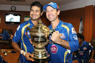 Ricky-Ponting-Aditya-Tare-celebrates-MI-Win-IPL-2013