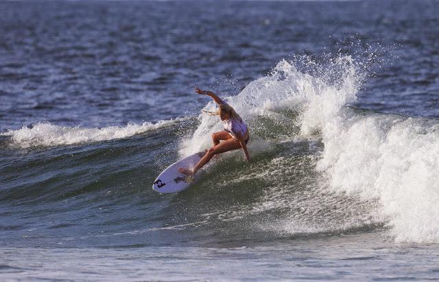 45 Roxy Pro Gold Coast 2015 Laura Enever Foto WSL Kelly Cestari