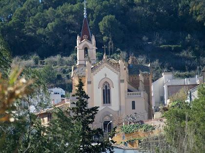 L'església de Sant Martí de Torroella des de l'avinguda de la Dolça Provença