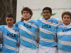 Plantel de Los Pumitas M-19 para jugar con Uruguay