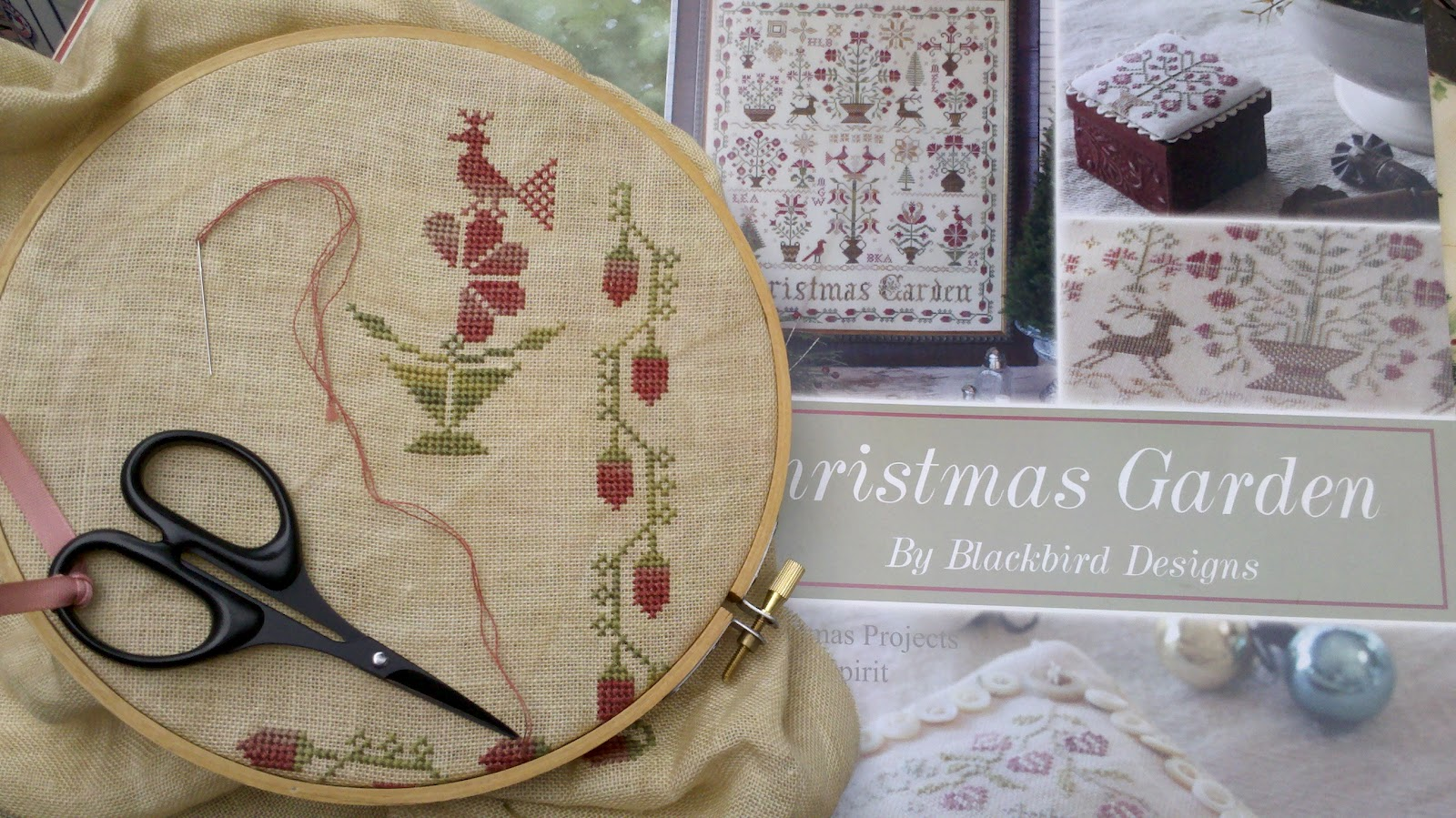 Karen 39 s quilts crows and cardinals stitchin 39 in the for Christmas garden blackbird designs