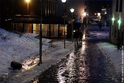 vintergatan, isgata, isig backe, gångväg, osandad, osaltad, gata, väg, trottoar, rymdtorget, bergsjön, göteborg, foto anders n
