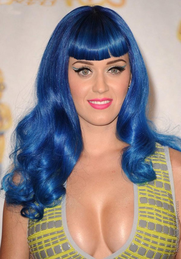 Katy Perry Looks Like a Doll at MTV Award