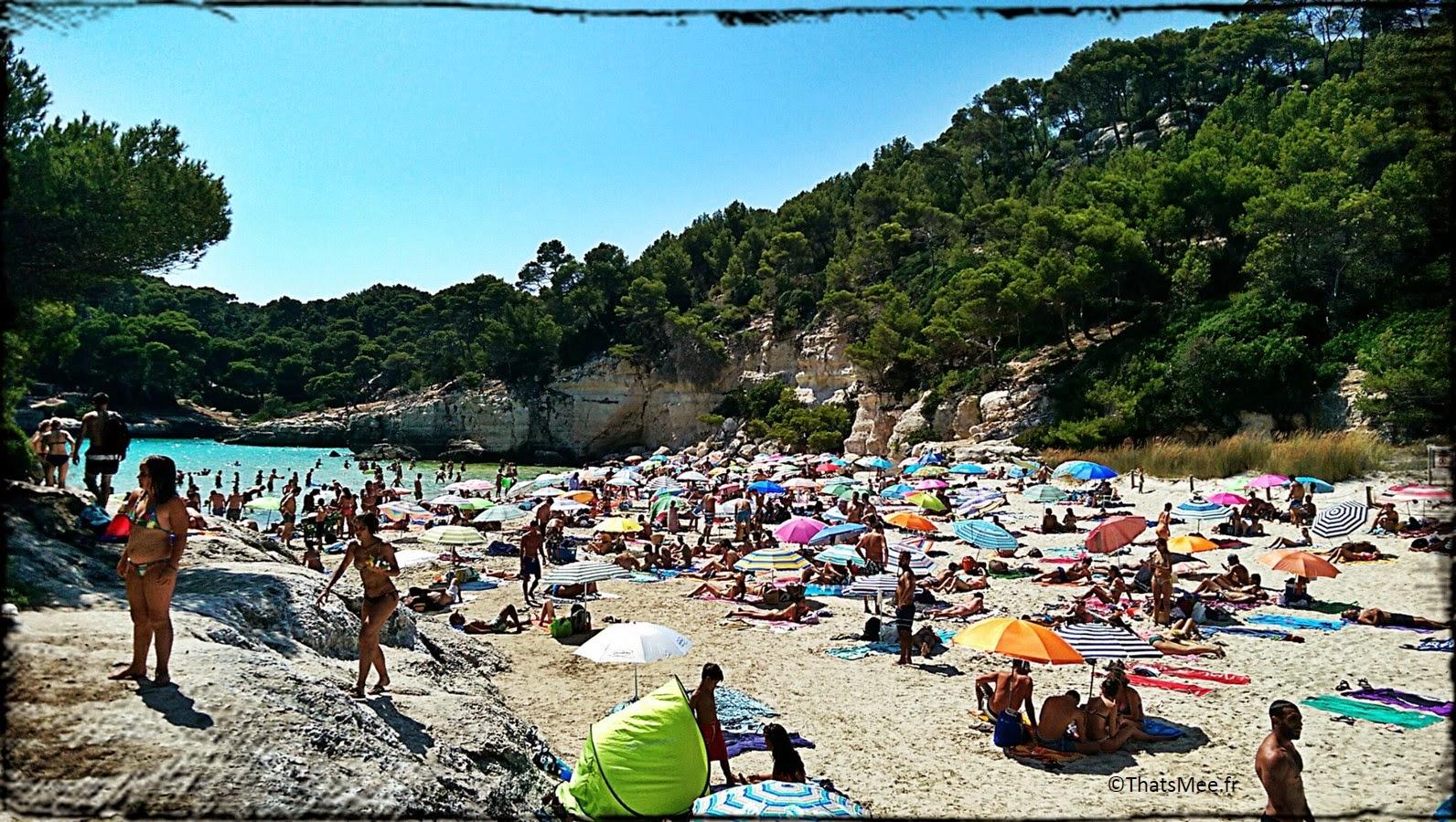 Menorca Minorque Baleares Espagne vacances holidays plage beach playa Europe Cala Mitjana crique parasols