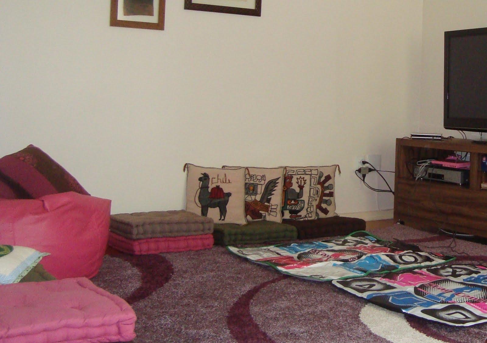 Cria es em fam lia cia sala sem sof for Sala de estar com um sofa