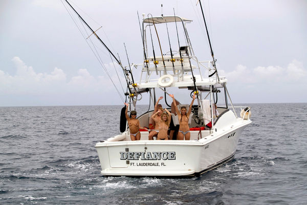hot fishing babes boat of topless girls fishing