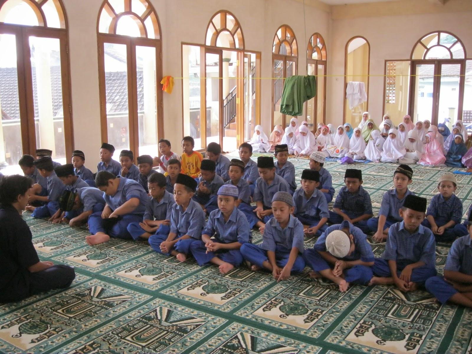 Shalat Dhuha Yasinan Dan Istighosah Mi Al Huda Padusan