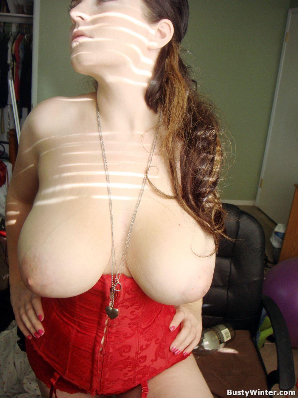 http://3.bp.blogspot.com/-3eo3k8m7rKI/UNDY_JjC_BI/AAAAAAAAETA/irM_-c8s8R8/s1600/WINTER+PIERZINA+busty+amaterur+nude+at+www.tetas-enormes.blogspot.com+Huge+tits+8.jpg