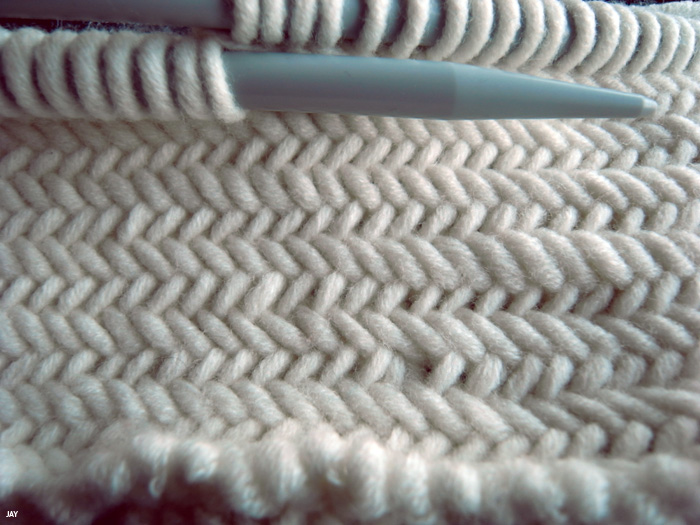 one sheepish girl: Knitting Inspiration - Herringbone Stitch Video by Oversiz...