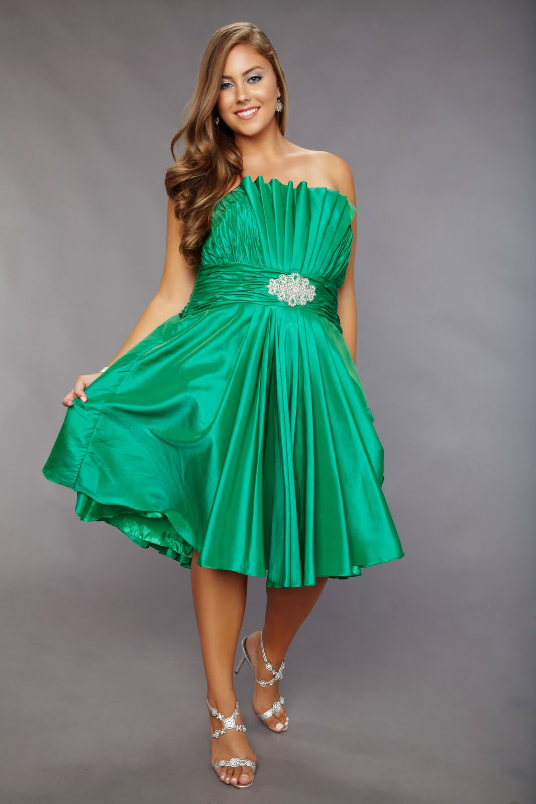 Sydney\'s Closet: Prom Dress Trend #8: Cut it Short