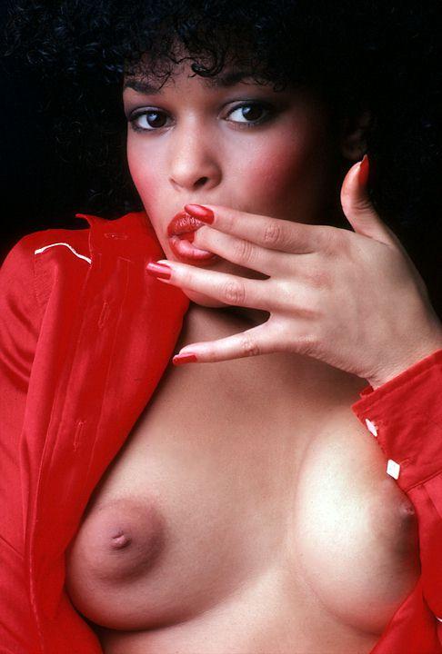 Elizabeth Ray  nackt