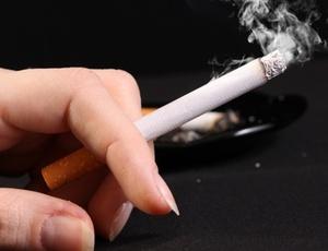 Fumagem deixada que se sente de fome