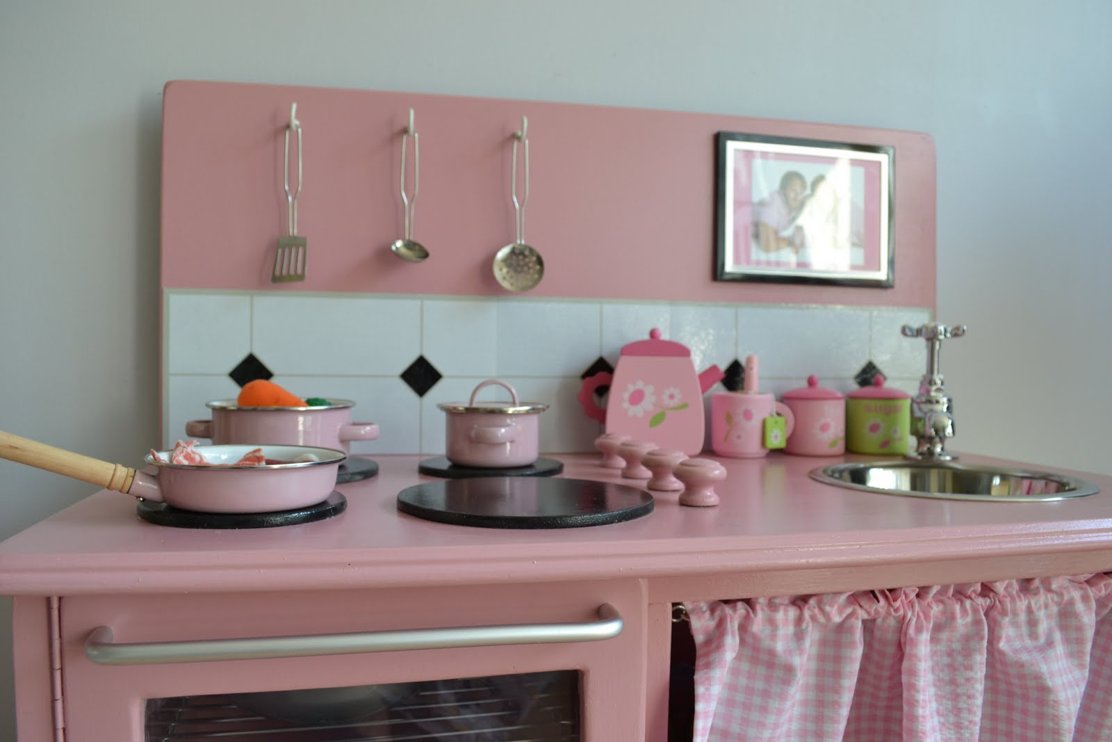 Beau This, That And The Other Crafts: Handmade Wooden Play Kitchen / Cocinita De  Madera Hecha A Mano
