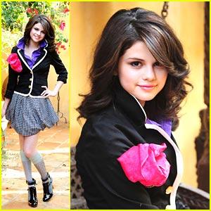 FOTOS:Selena Gomez Topples V Magazine  - Famosas De Revista