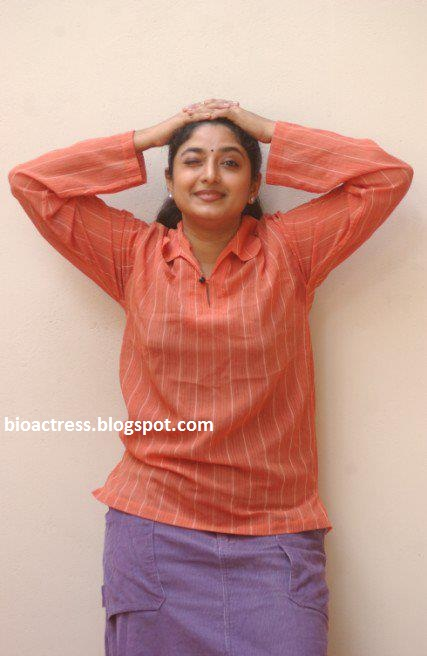 malayalam serial actress praveena exposing hot navel
