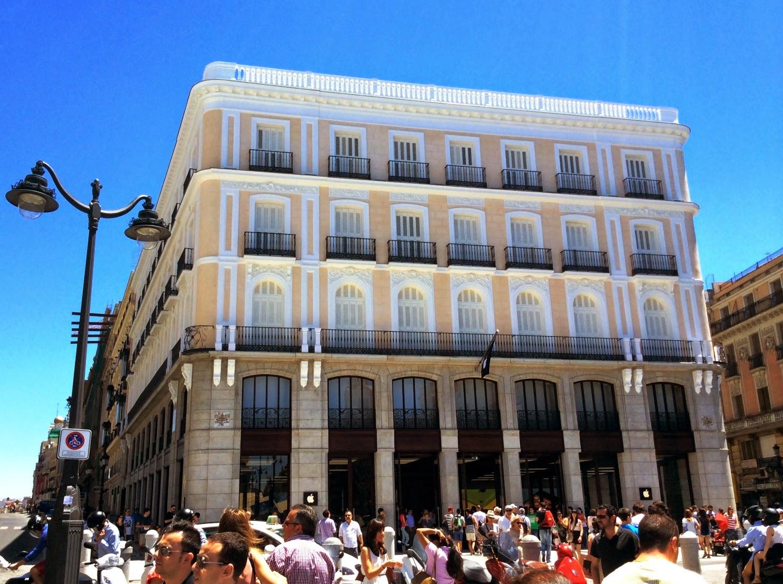 Pasi n por madrid puerta del sol 1 de hotel a tienda for Hotel paris en madrid puerta del sol