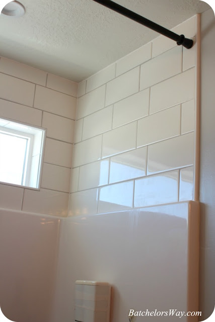 batchelors way girls bathroom the easy way to use silcone caulk and. Black Bedroom Furniture Sets. Home Design Ideas