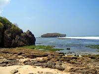 Sajian Hamparan Biru dengan Pasir Putih di Pantai Krakal