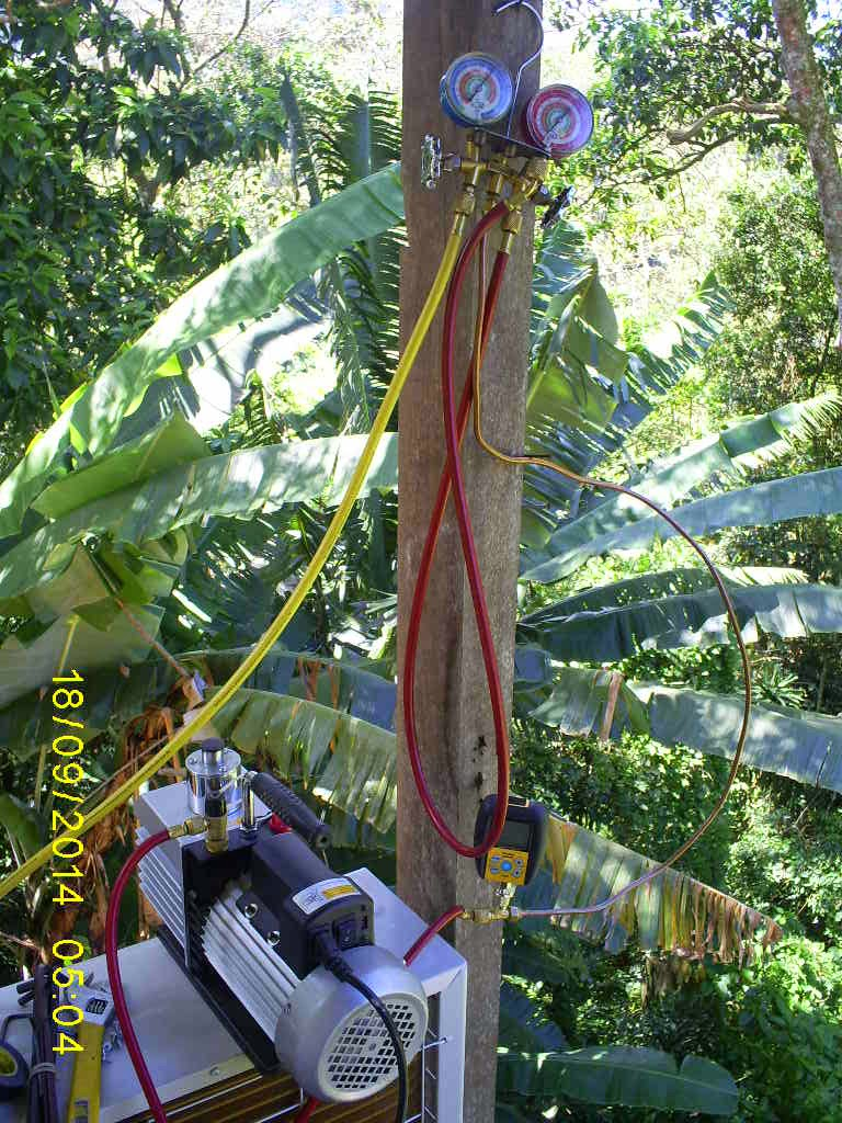 O vacuômetro é essencial juntamente com a bomba de vácuo para sistemas de ar condicionados.