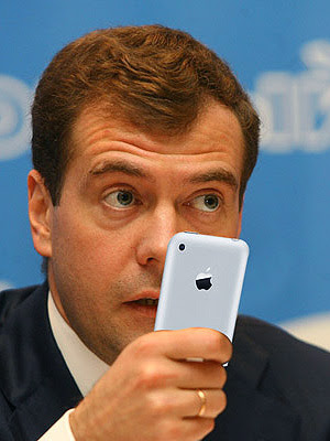 Медведев потребовал отменить мобильное рабство