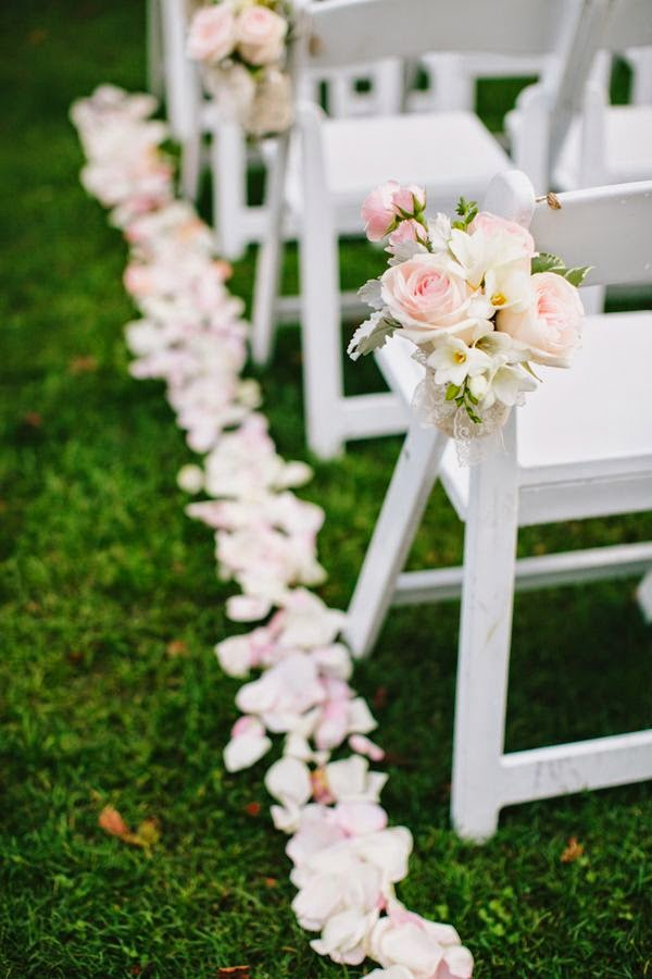 The Confetti Blog: Decorating with Rose Petals - Ideas and ...