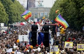 BERLIN SHOWS THE PRIDE FLAG ....