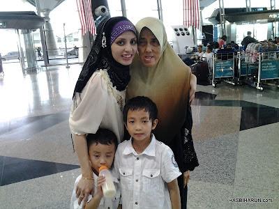 Menyambut ibu Premium Beautiful agent Adibah Karimah balik mengerjakan umrah di KLIA