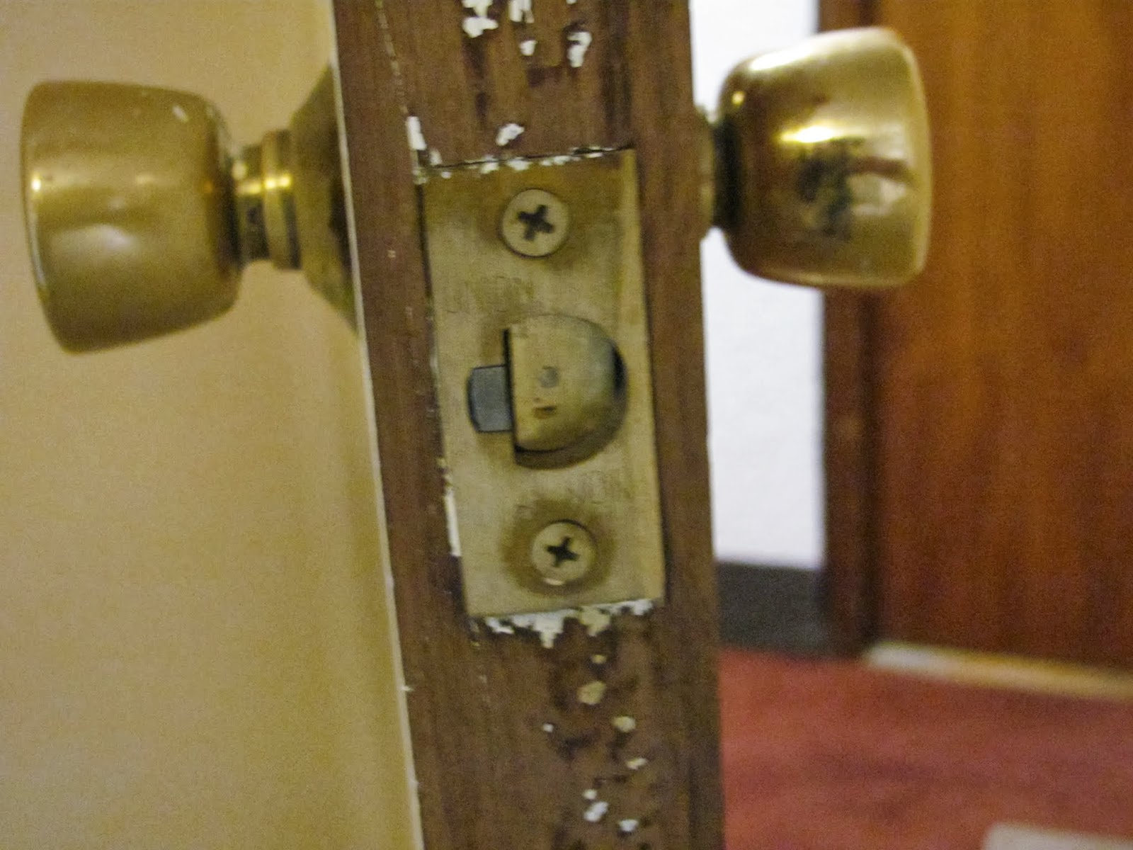 The bolt is permanently locked on the decorative knob