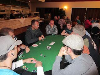 Mein Auftritt beim 1. Pokerturnier von Friesland Poker  für 2013 war recht kurz. Spaß hat es mir - hier unten  rechts - trotzdem gemacht.