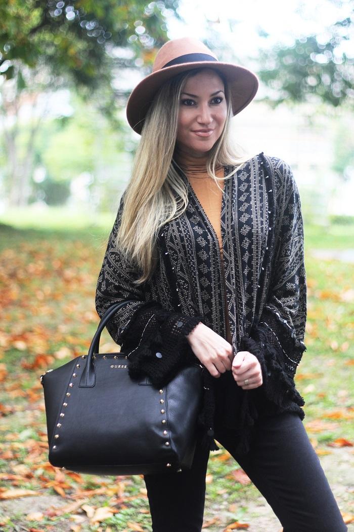 Lisboa é sempre um local maravilhoso para passear e descobrir novos recantos, novas emoções ou revivenciá-las. Já cá estou a viver há cerca de 20 anos... Outfit/Look do dia. Casaco Kimono. Carteira Guess. Tendências Outono/Inverno 2015-2016. Dicas de Moda. Style Statement. Blog de moda portugal