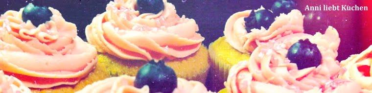 Anni liebt Kuchen.