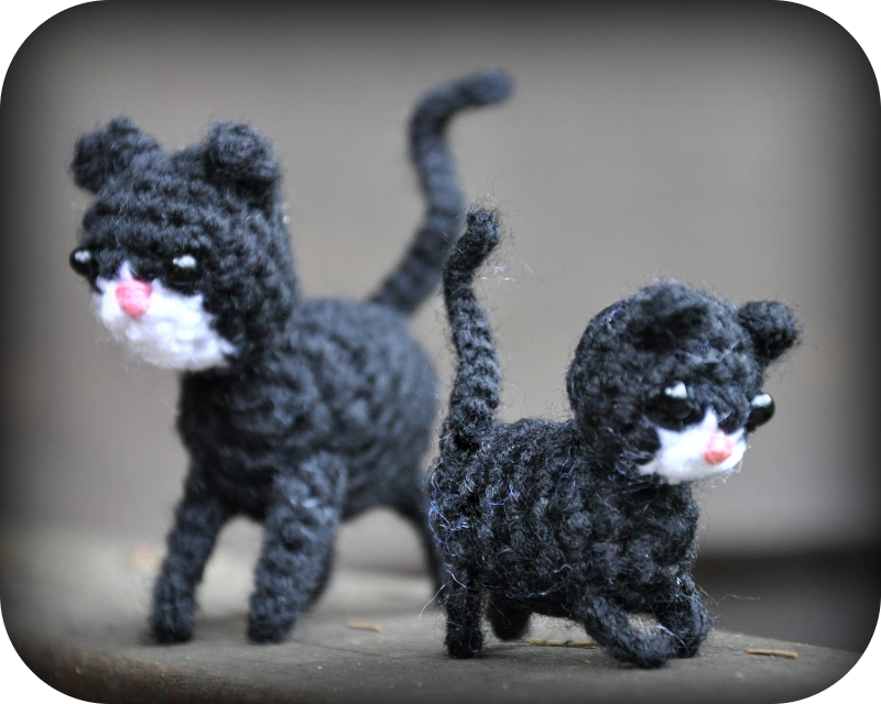 Amigurumi Kitten Patterns : Grietjekarwietje spot haakpatroon poes met kitten