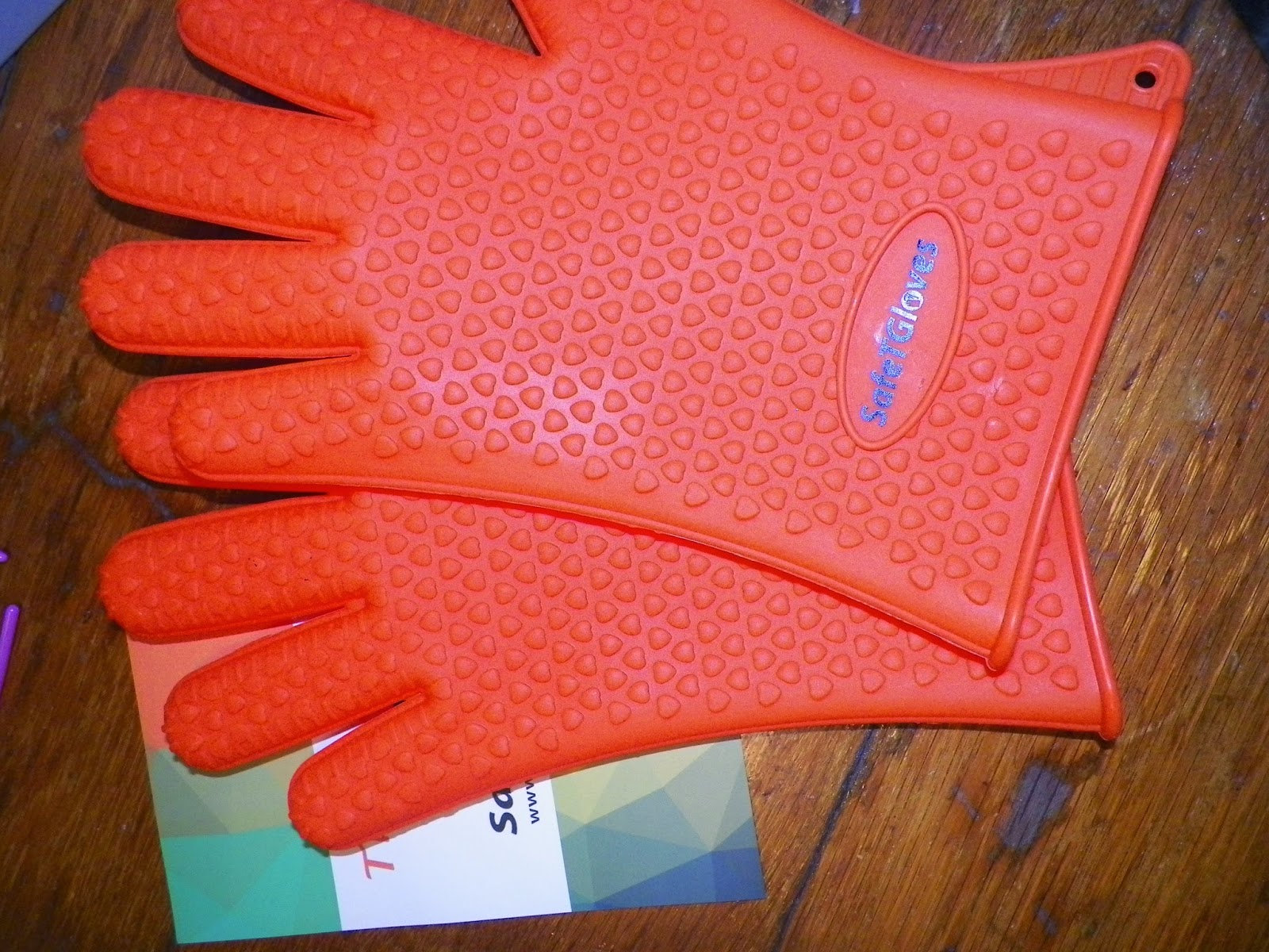 SafeTGlovesSiliconeOvenAndGrillingGloves.jpg