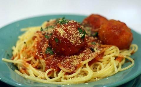 Albondigas de pollo con espaguetis