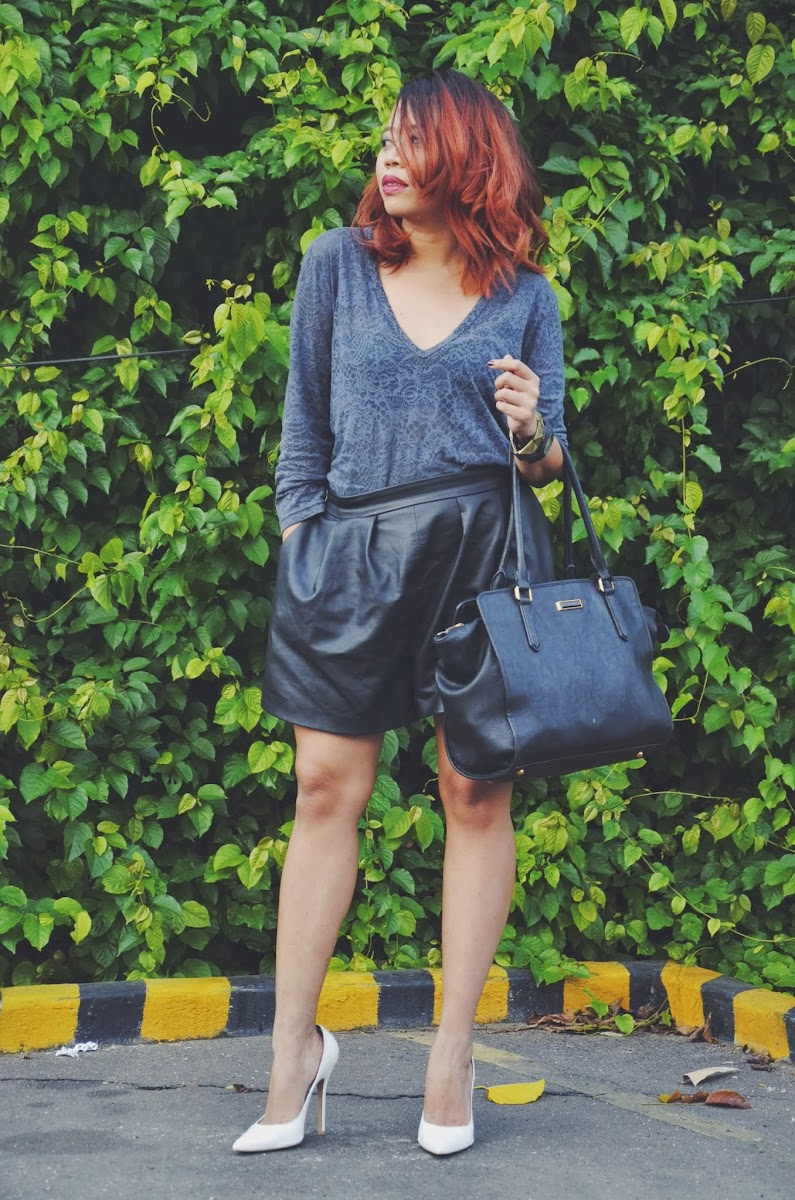 romwe leather paperbag shorts, charles and keith bags, red hair trend, white pointy pumps trend, janilyn pumps, chic in the tropics