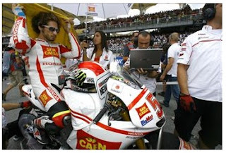 Marco Simoncelli dead after Malaysian MotoGP crash