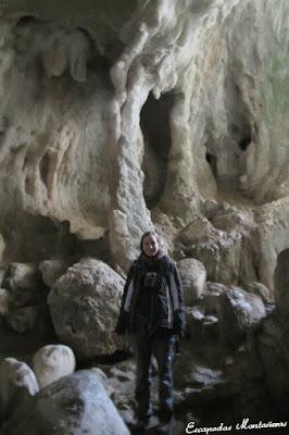 Interior de la Grotte aux Lacs de las Gorges de Kakouetta.
